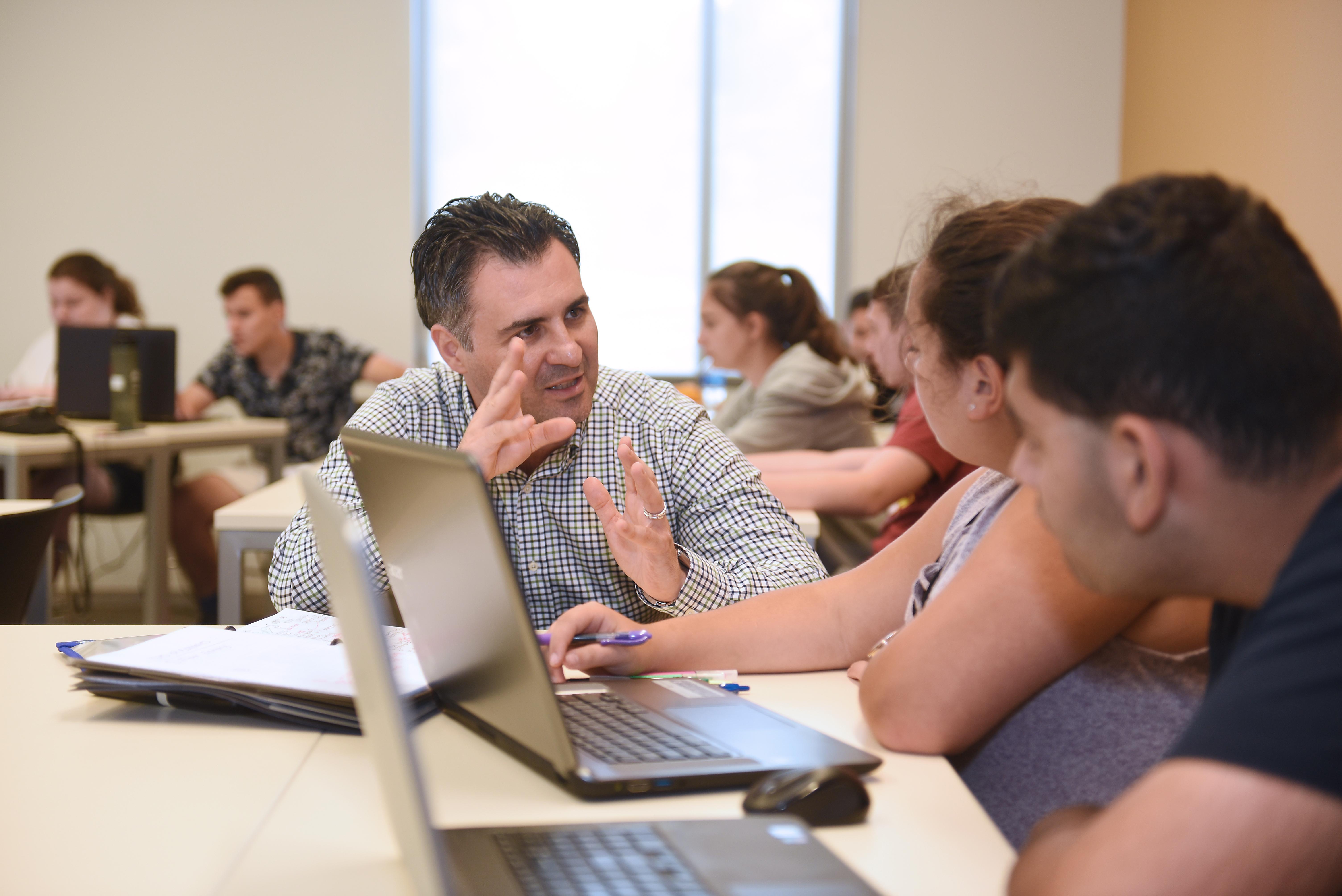Summer Program - STEM | Adelphi University Summer Pre-College Programs