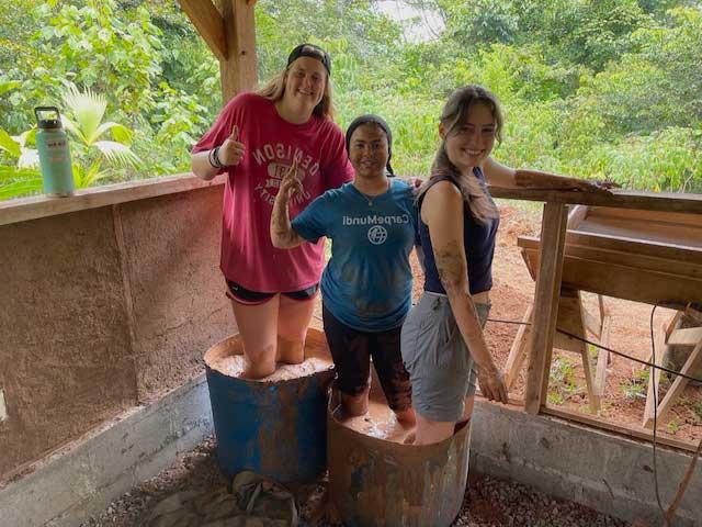 Summer Program - Spanish | Carpe Diem Education | Costa Rica, Ecuador and Hawaii Summer Programs
