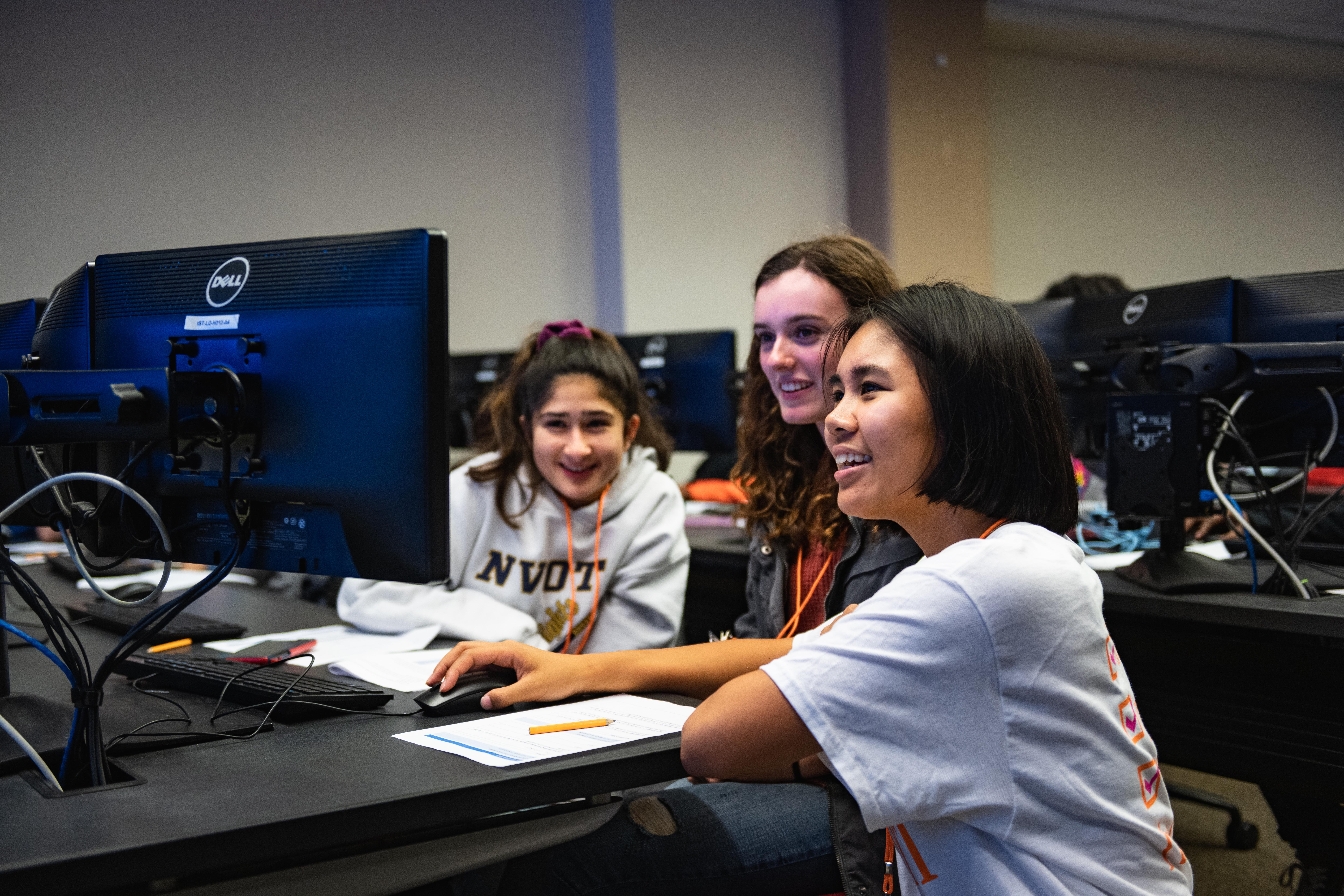 Syracuse University Summer College: It Girls STEM course