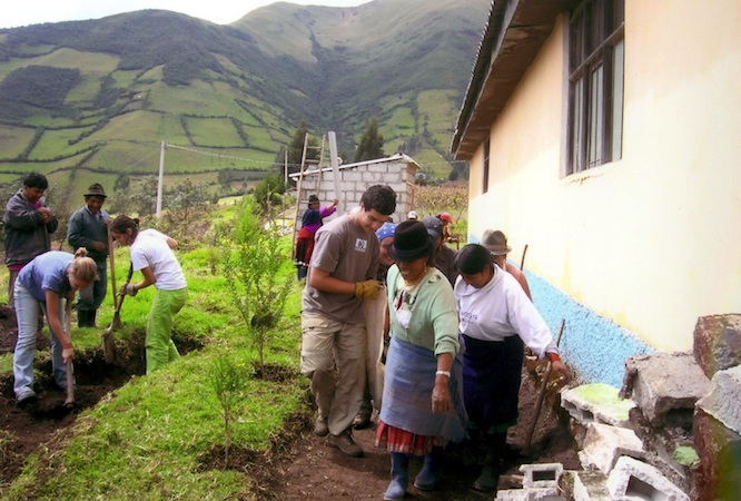 Summer Program - Hiking | VISIONS Galapagos High School Service Program