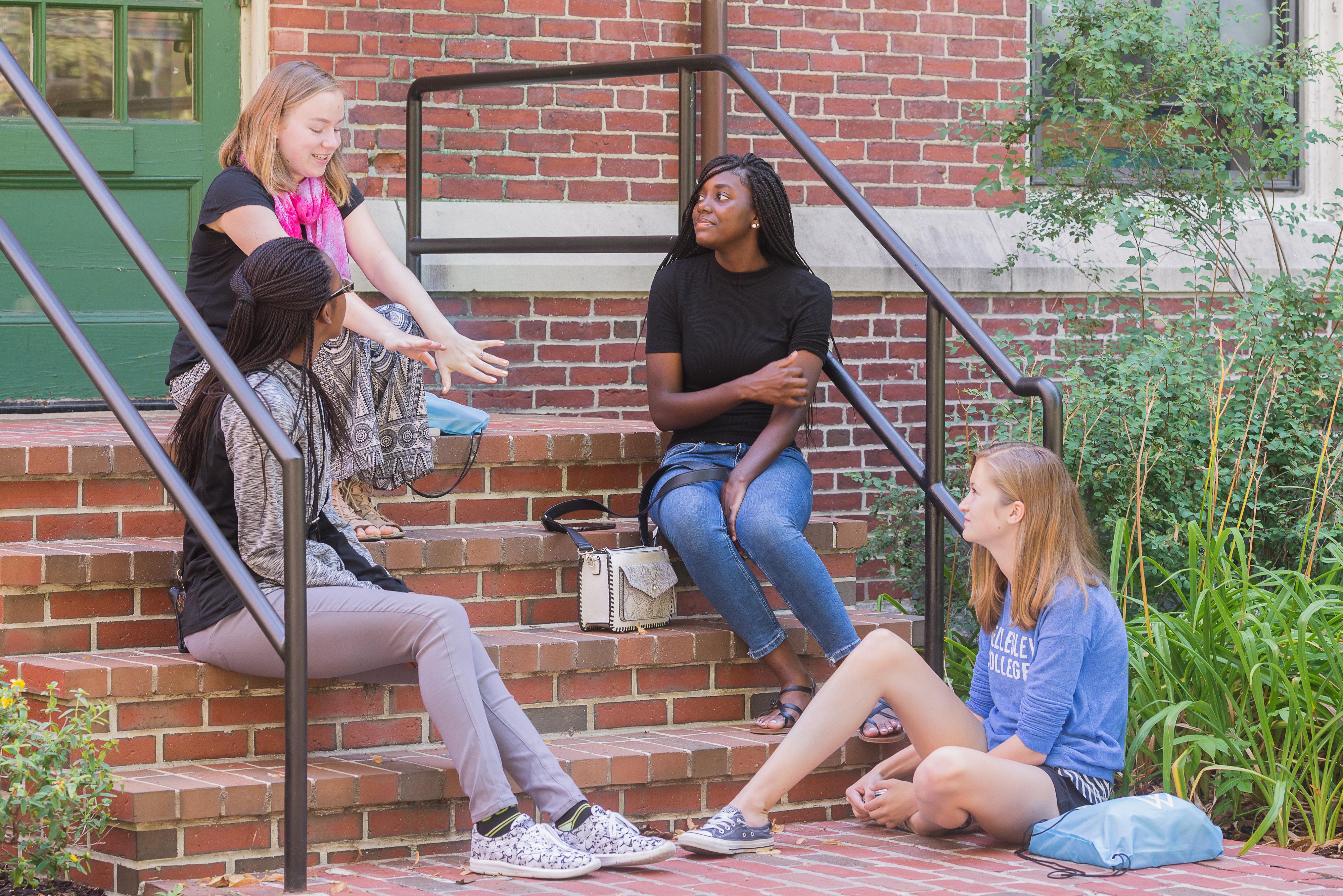 Summer Program - Social Justice   Wellesley Pre-College: Summer Focus Program